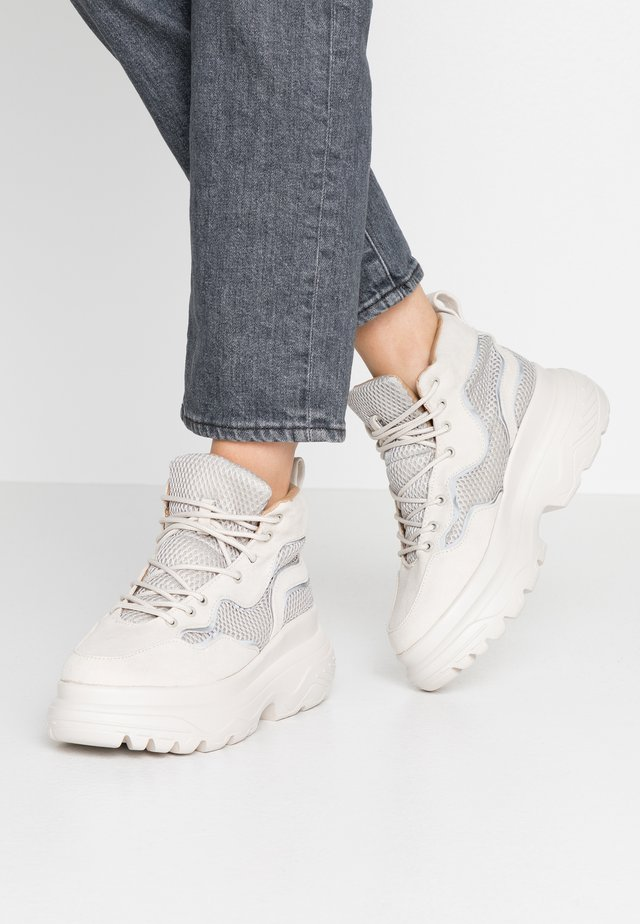 TRAINER - Sneakersy wysokie - stone