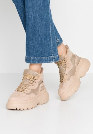 TRAINER - High-top trainers - beige