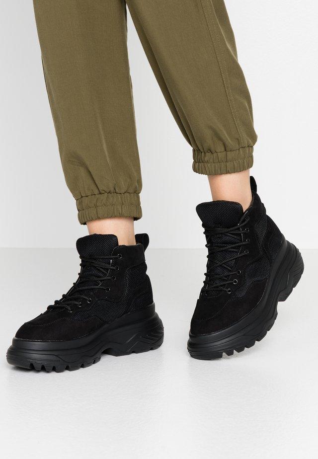 TRAINER - Sneakersy wysokie - black
