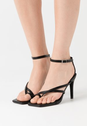 CROSS TOE POST LOW - Sandalen met hoge hak - black