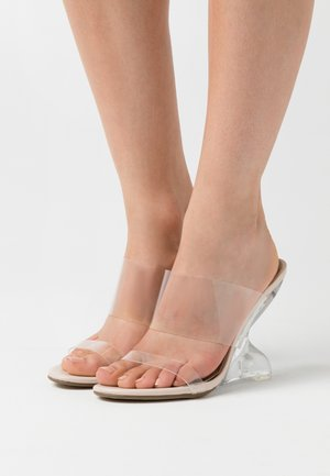 EXTREME CURVE CLEAR WEDGE - Klapki - nude