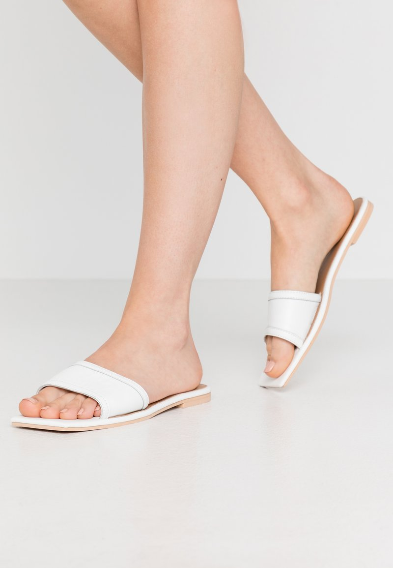 Missguided - SQUARE TOE SIMPLE STRAP FLAT  - Slip-ins - white