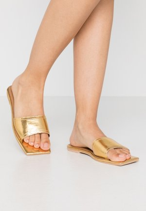 SQUARE TOE SIMPLE STRAP FLAT  - Pantofle - gold