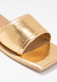 Missguided - SQUARE TOE SIMPLE STRAP FLAT  - Mules - gold