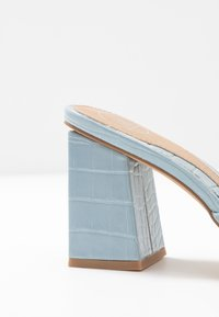 Missguided - CHUNKY SQUARE FRONT MULE - Pantofle na podpatku - blue - 2