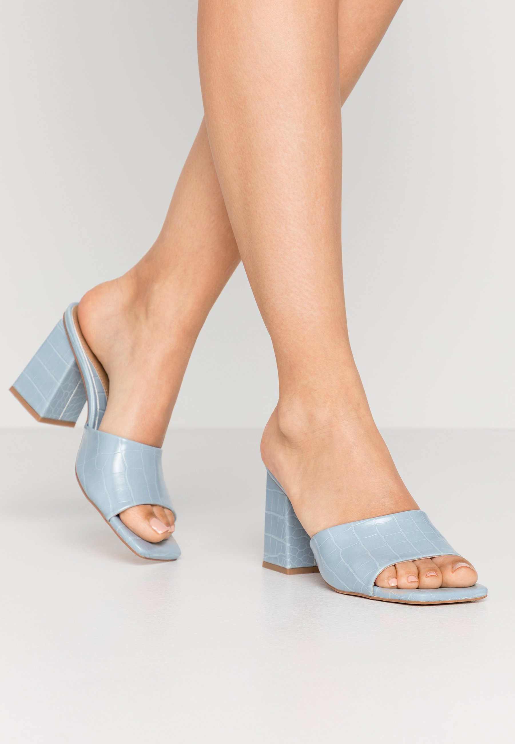 Missguided CHUNKY SQUARE FRONT MULE - Klapki - blue