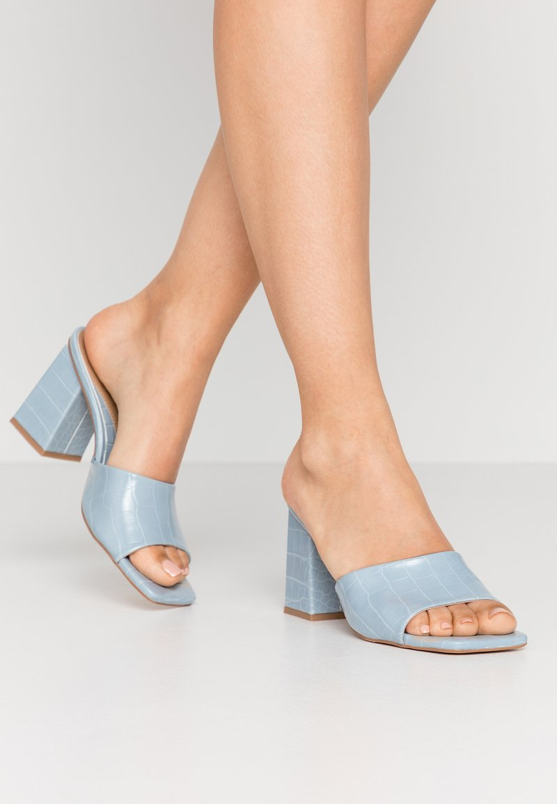 Missguided - CHUNKY SQUARE FRONT MULE - Pantofle na podpatku - blue