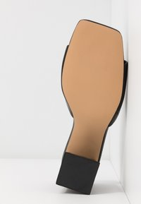 Missguided - CHUNKY SQUARE FRONT MULE - Pantofle na podpatku - black - 6