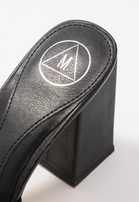Missguided - CHUNKY SQUARE FRONT MULE - Pantofle na podpatku - black - 2