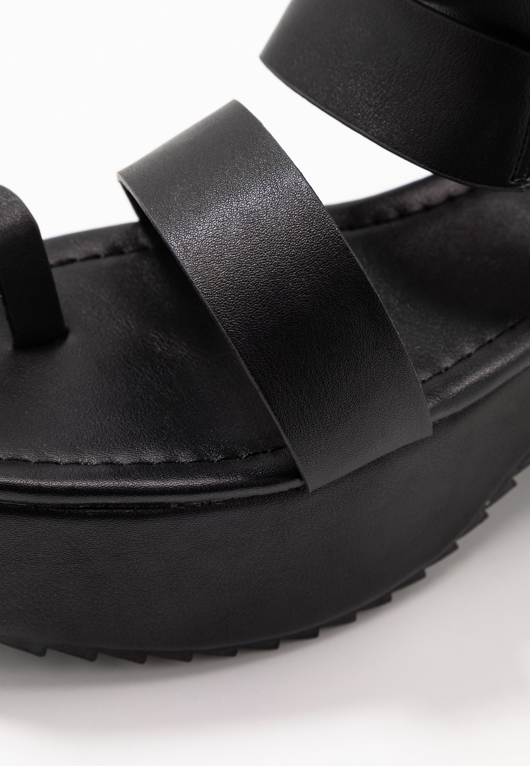 Missguided THICK SOLE RING Sandały na platformie black