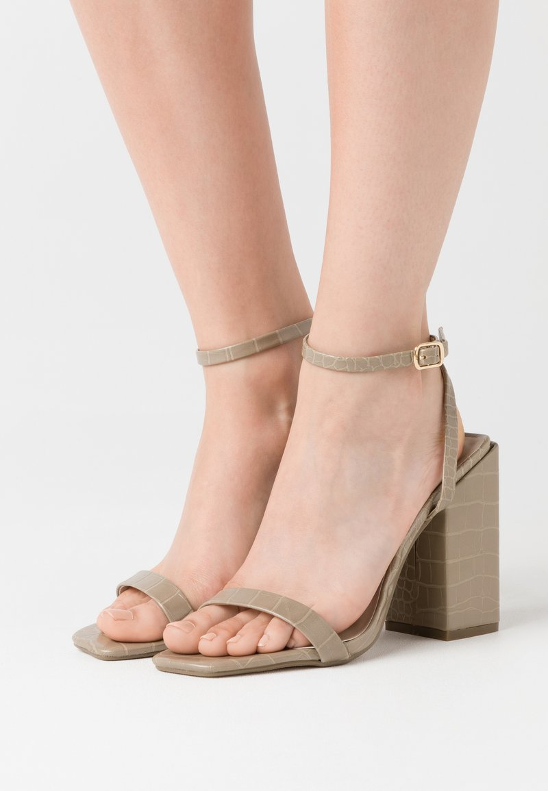 Missguided - CHUNKY BLOCK BARELY - Sandales à talons hauts - green