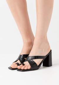 Missguided - THICK CROSSOVER TOE - Tongs - black - 0