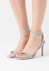 Missguided - MID BARELY THERE FLOW - High heeled sandals - blue - 0