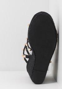 Missguided - DOME STUD WEDGE - Sandaletter - black - 6