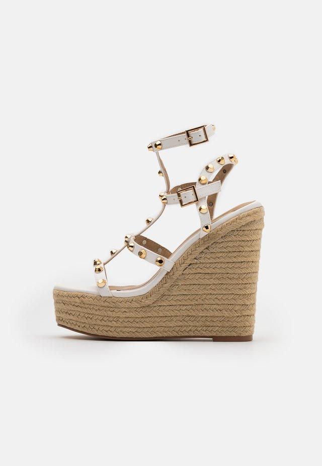 DOME STUD WEDGE - High Heel Sandalette - white