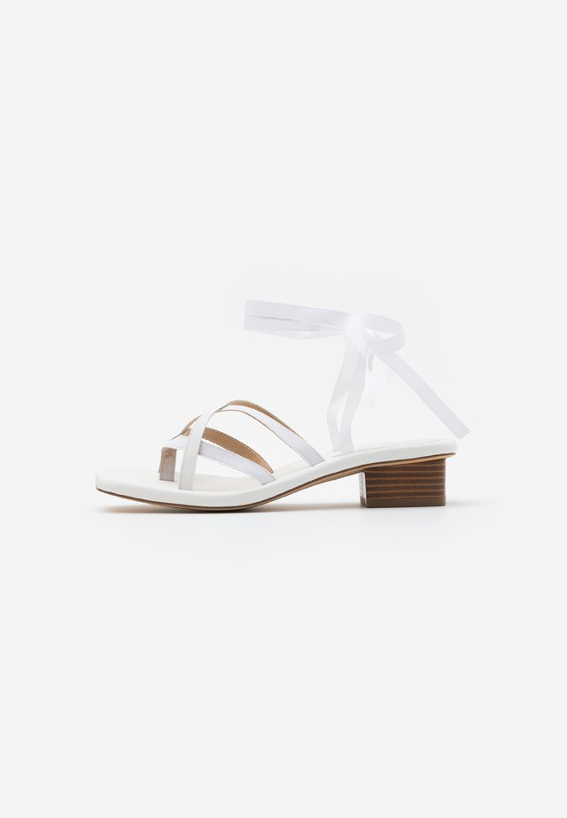 RIBBON THONG LOW HEEL - Sandals - white
