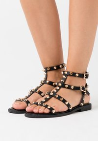 Missguided - DOME STUD GLADIATOR - Sandales - black - 0