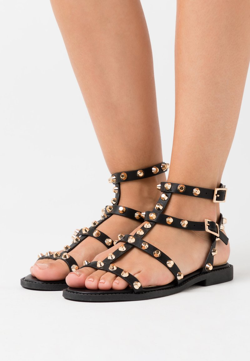 Missguided - DOME STUD GLADIATOR - Sandales - black