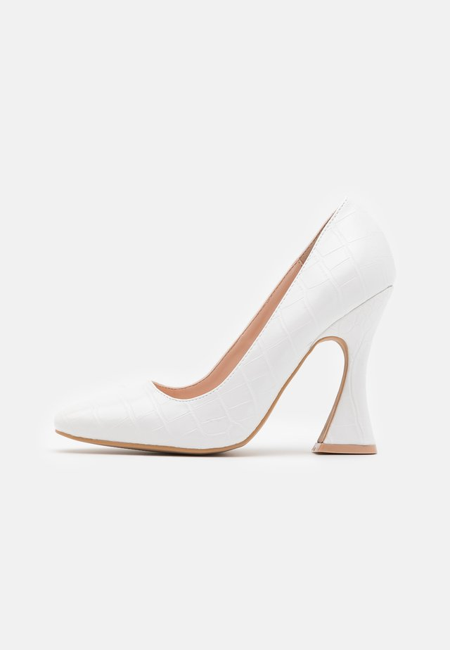 FEATURE SHOE - Høye hæler - white