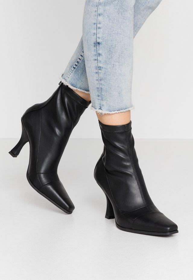 SNIPPED TOE BOOT - Støvletter - black