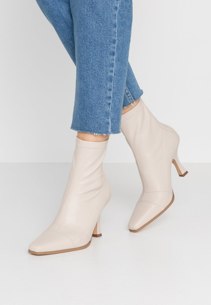 Missguided - SNIPPED TOE BOOT - Classic ankle boots - nude
