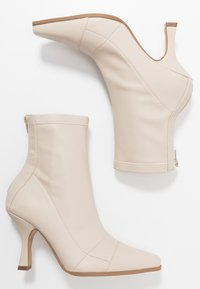 Missguided - SNIPPED TOE BOOT - Classic ankle boots - nude - 3