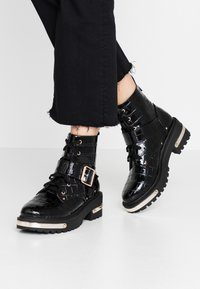 Missguided - METAL DETAIL HIKING BOOT - Platform ankle boots - black - 0