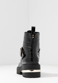 Missguided - METAL DETAIL HIKING BOOT - Platform ankle boots - black - 5