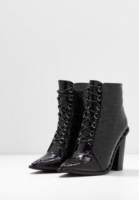Missguided - STUDDED CROC LACE UP  - Kotníková obuv na vysokém podpatku - black - 4