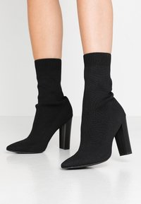 Missguided - STACKED HEEL POINTED TOE - Botines de tacón - black - 0