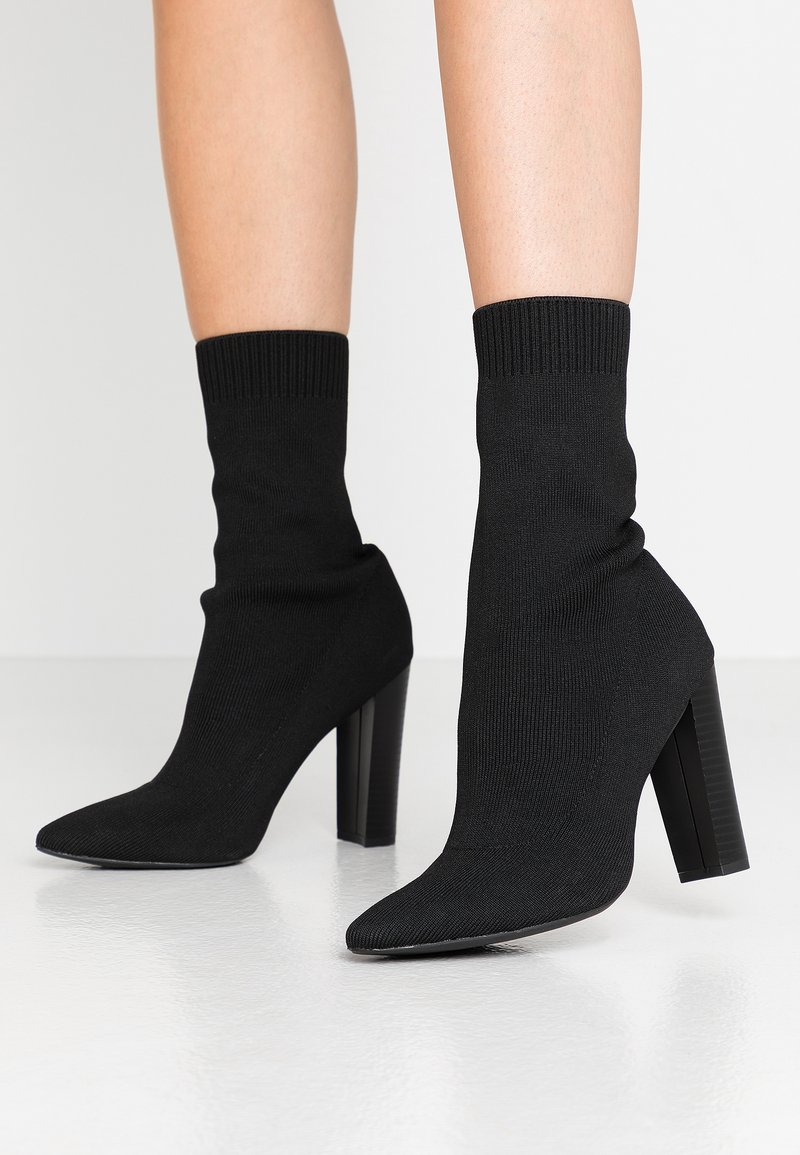 Missguided - STACKED HEEL POINTED TOE - Botines de tacón - black