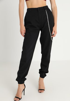 CHAIN DETAIL CARGO TROUSERS - Kapsáče - black
