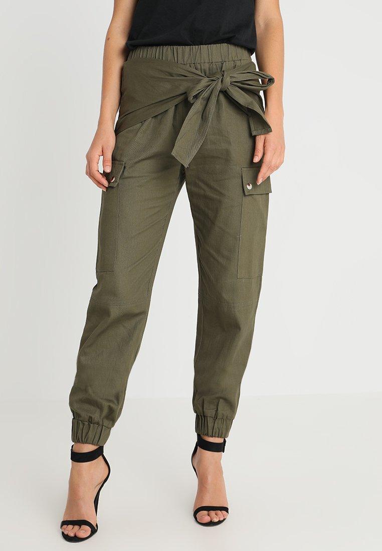 Missguided - TIE WAIST UTILITY TROUSERS - Pantaloni - khaki