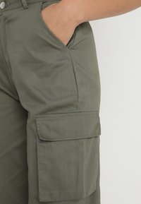 Missguided - PLAIN CARGO TROUSER - Pantalon cargo - khaki - 4