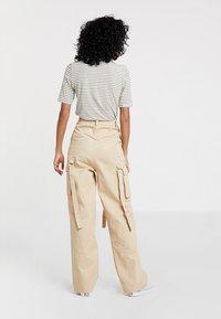 Missguided - UTILITY TROUSER - Pantalon classique - sand - 2