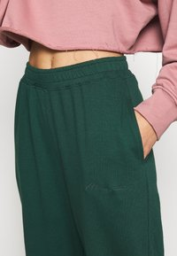 Missguided - SIGNATURE BASIC - Pantaloni sportivi - dark green - 4