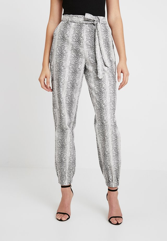 SNAKE PRINT UTILITY COMBAT TROUSER - Trousers - white