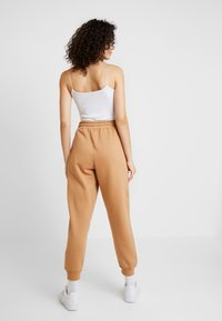 Missguided - LOOPBACK JOGGERS - Pantalones deportivos - camel - 2