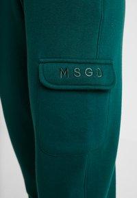 Missguided - SLOGAN CARGO JOGGER - Verryttelyhousut - dark green - 4