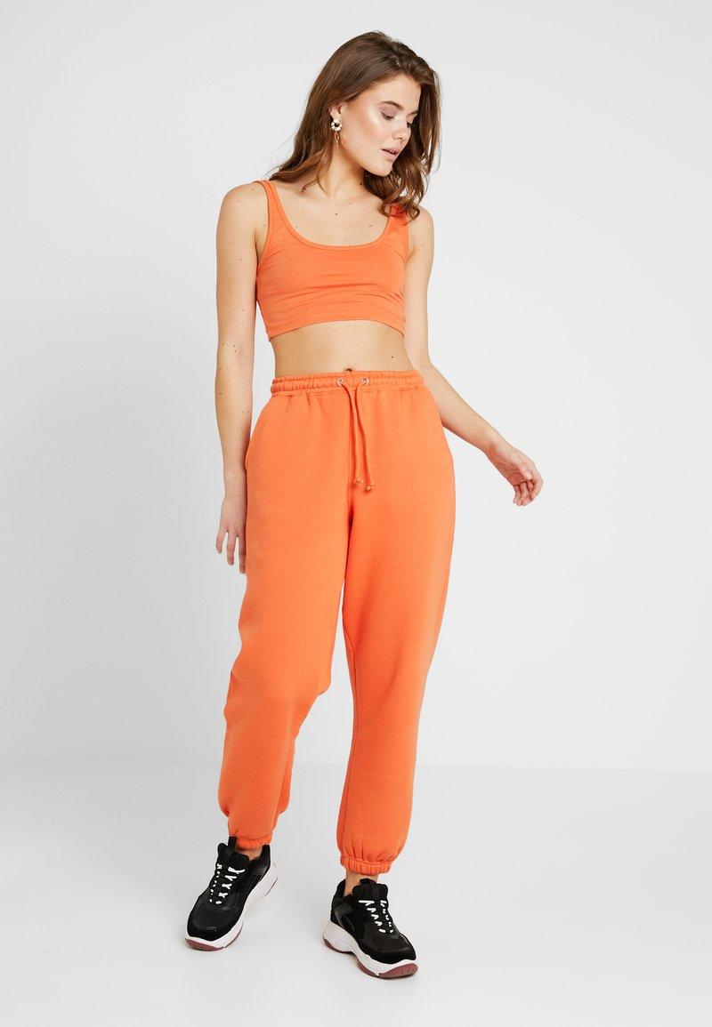 Missguided - SCOOP NECK BRALET JOGGER SET - Jogginghose - orange
