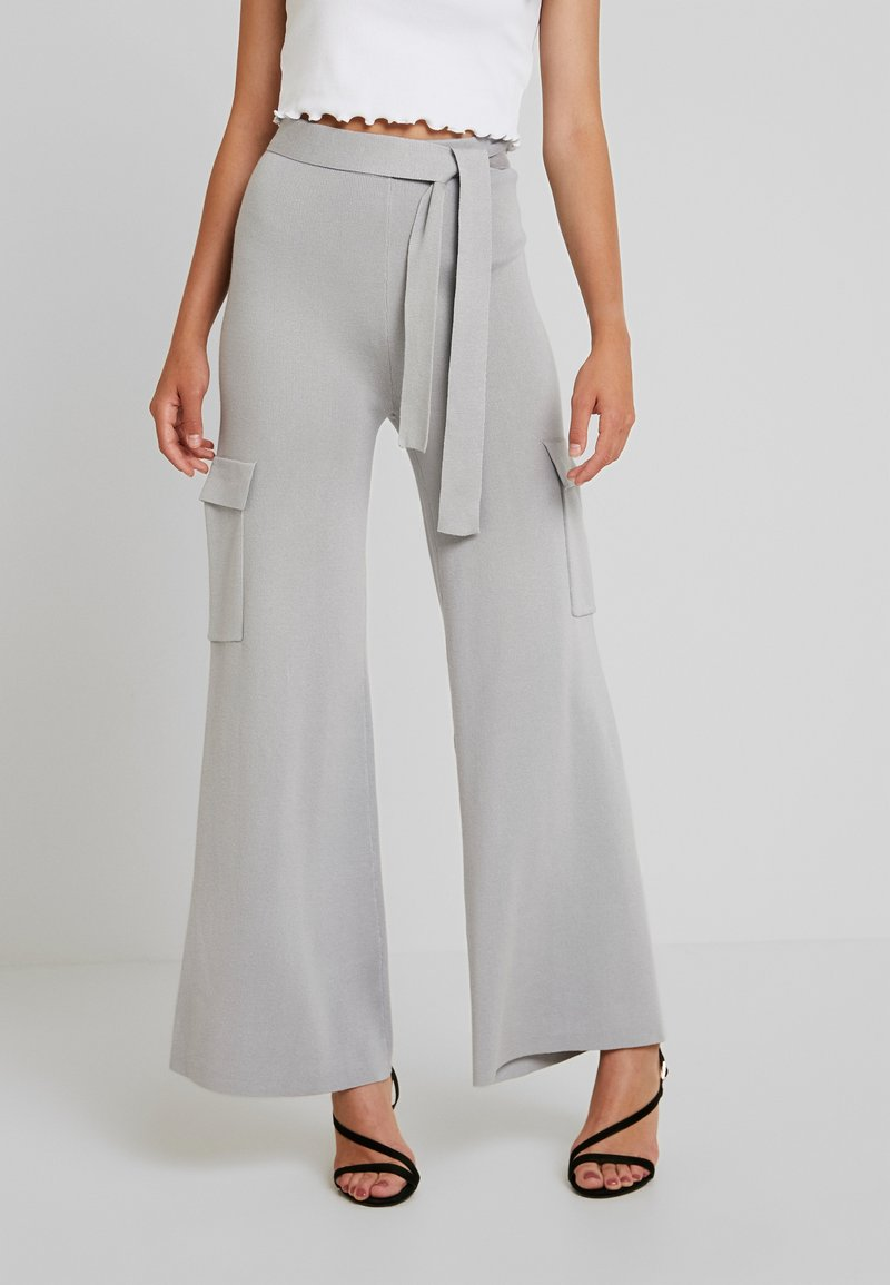 Missguided - BELTED SIDE POCKET WIDE LEG TROUSERS - Stoffhose - grey