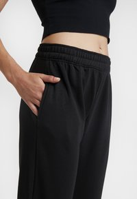 Missguided - BASIC 2 PACK JOGGERS - Bukser - black/camel - 4