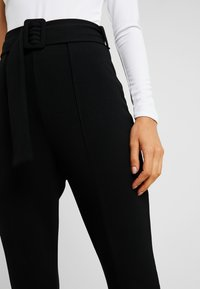Missguided - BELTED SEAM FRONT TROUSERS - Bukse - black - 4