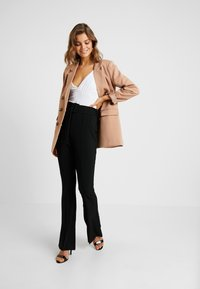 Missguided - BELTED SEAM FRONT TROUSERS - Bukse - black - 1