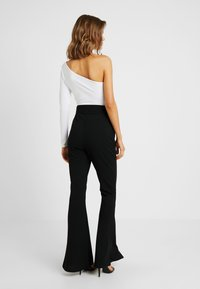 Missguided - BELTED SEAM FRONT TROUSERS - Bukse - black - 2