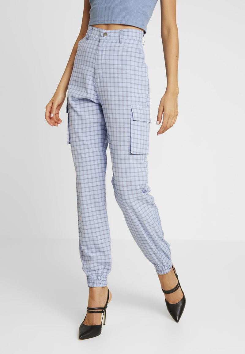 Missguided - CHECK CARGO TROUSER - Stoffhose - blue