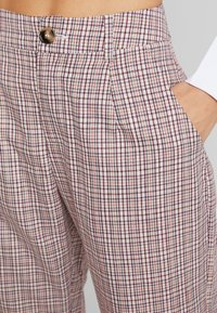 Missguided - PURPOSEFUL CHECKED SPLIT HEM TROUSERS - Trousers - purple - 4