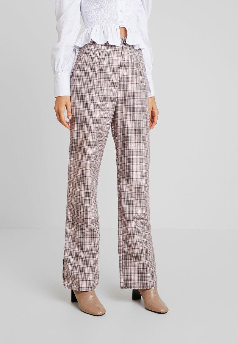 Missguided - PURPOSEFUL CHECKED SPLIT HEM TROUSERS - Trousers - purple