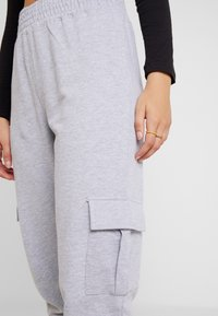 Missguided - UTILITY POCKET HIGH WAISTED JOGGERS - Pantalones deportivos - grey - 4