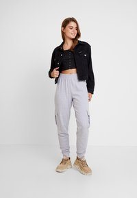 Missguided - UTILITY POCKET HIGH WAISTED JOGGERS - Pantalones deportivos - grey - 1